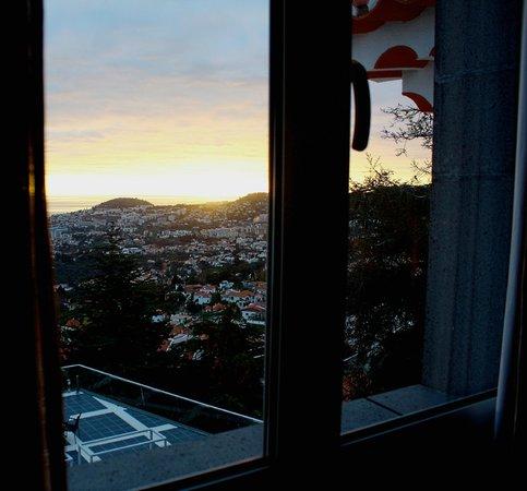 Quinta Mirabela: Vista desde nuestra habitación a Funchal y puerto de cruceros