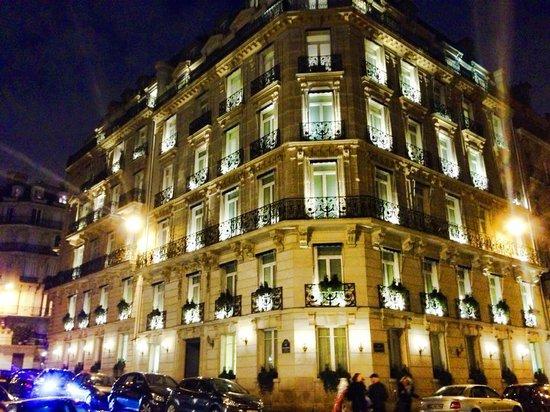 Hotel de la Tremoille: Stunning looking hotel!