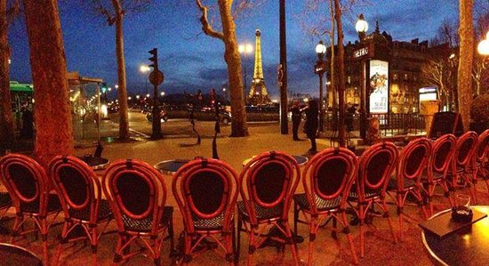 Hotel de la Tremoille: Great little café (and view) less than 100 yards from the hotel!