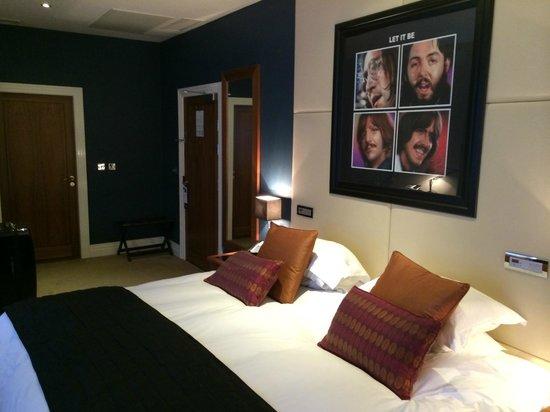Hard Days Night Hotel: Deluxe bedroom on the 3rd floor