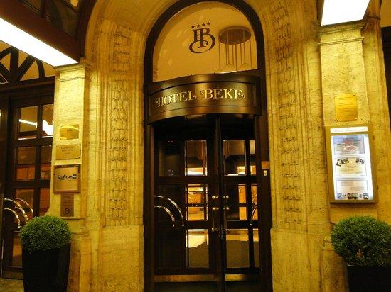 Radisson Blu Beke Hotel, Budapest : Entrada do hotel