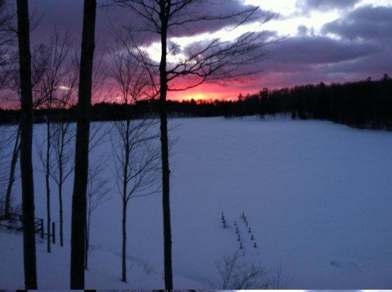 Sleeping Bear Resort : Lodge Sunset