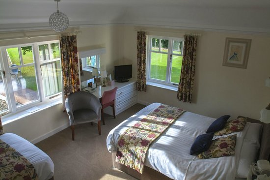 Burton Lodge Guest House - Bedroom