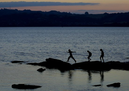 The Reef Resort : Taupo Beach at dusk