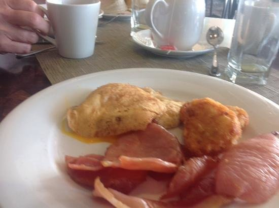Hilton Cairns: brown disks for fried eggs