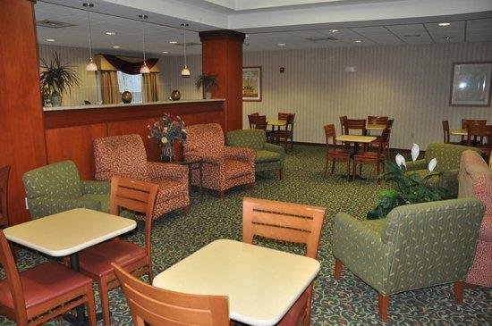 Fairfield Inn & Suites Marshall: Dining Area