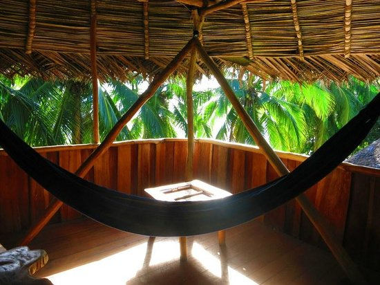 Al Natural Resort: Hammock in the room over the dining area