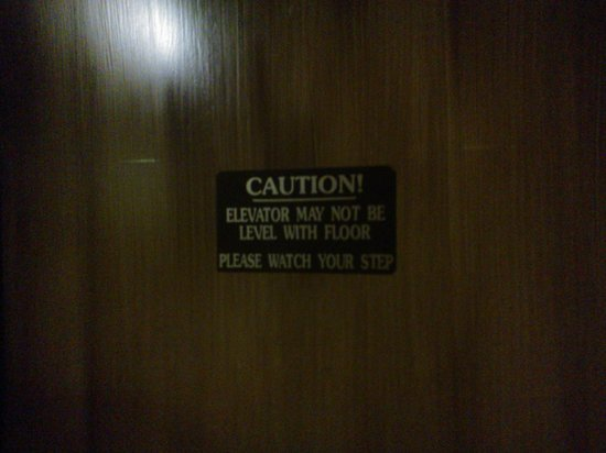Hume Hotel & Spa: The Elevator has real charm...