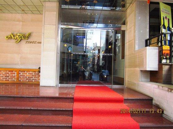 Hotel Angel: 入口