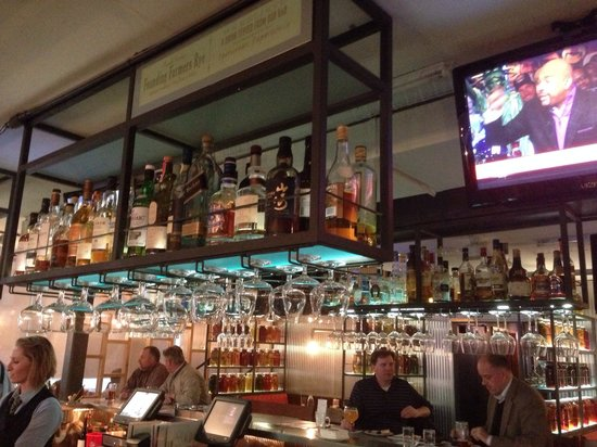 Founding Farmers : Very nice bar!