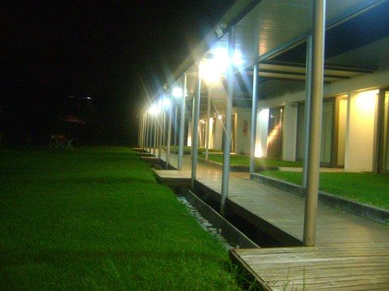 Hotel Camberland : Vista nocturna del área de habitaciones