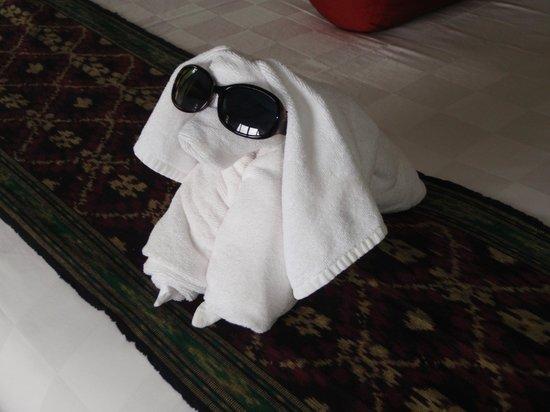 Munduk Moding Plantation: Towel Art (different every day).