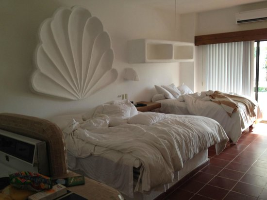Bahia Hotel & Beach House: Two beds.