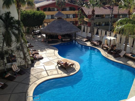 Bahia Hotel & Beach House: The pool area.