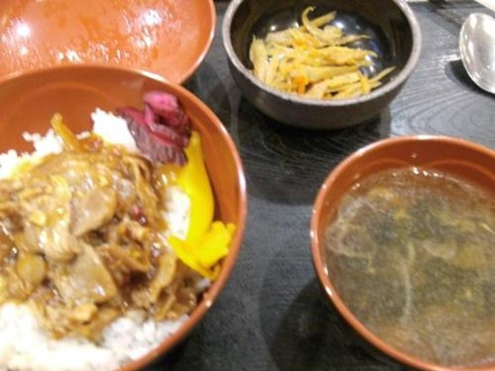 AB Hotel Mikawaanjo Minamikan: 夕食(無料)の「スタミナ丼」