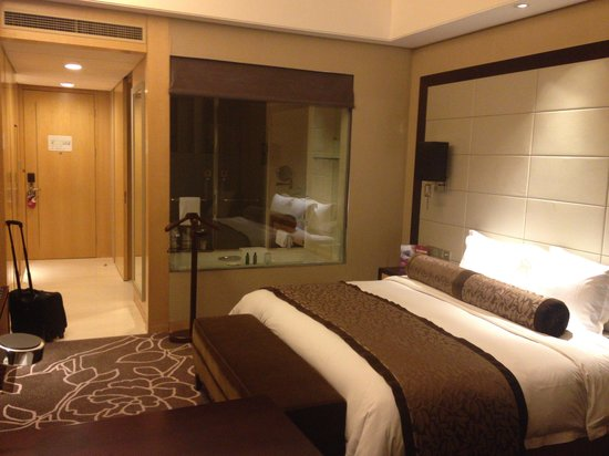 Crowne Plaza Yichang : spacious bright room