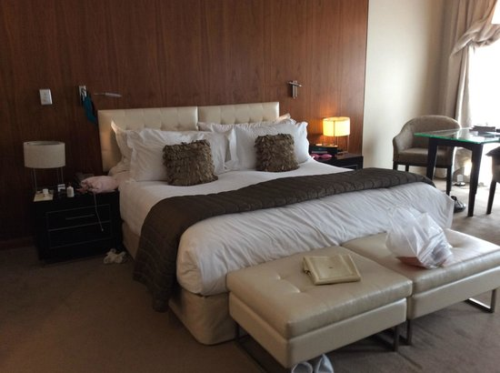 Sofitel Queenstown Hotel & Spa: Kingsize bed