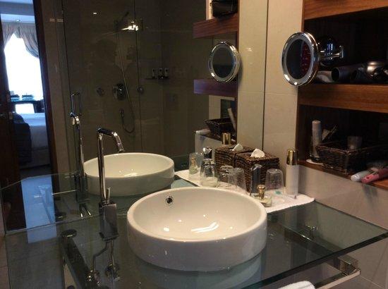 Sofitel Queenstown Hotel & Spa: lavatory