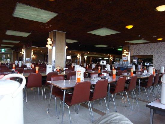 Marukan Dept. Dining: 560席の大食堂