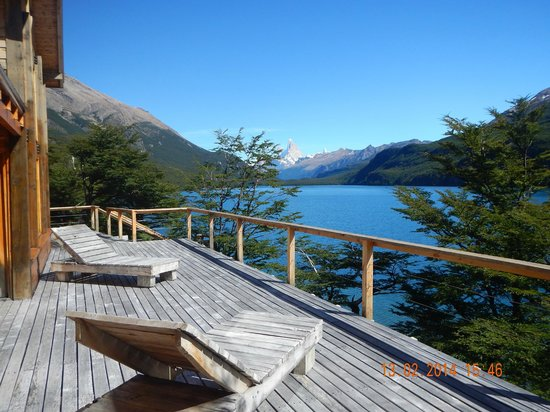 Aguas Arriba Lodge: View from sundeck to Mt Fitzroy