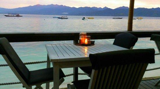Beach House Restaurant: Open Terrace Table