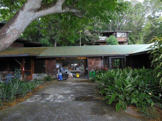 Hale Maluhia Country Inn: Main house