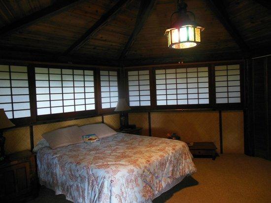 Hale Maluhia Country Inn: new shoji screen walls