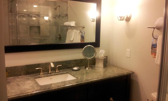 Best Western Premier Hotel Del Mar: very nice bathroom, all tile