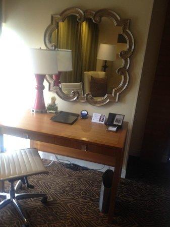 Hilton University of Houston: Desk