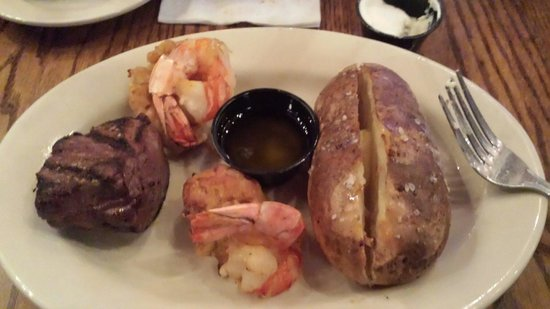 Stoneforge Tavern & Publick House: Surf and Turf meal also had a dinner salad