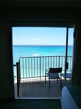 Aston Waikiki Circle Hotel : The view from inside to out.