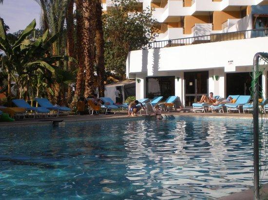 Pyramisa Isis Hotel & Suites Luxor: piscina