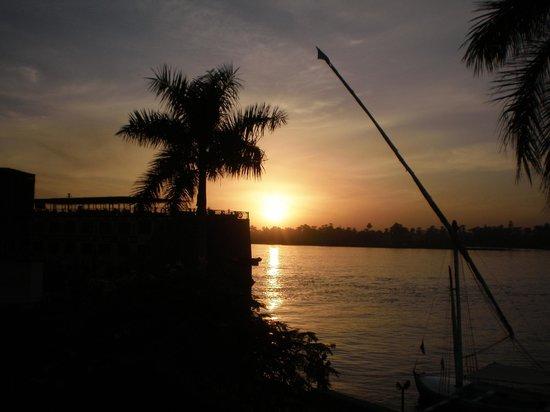 Pyramisa Isis Hotel & Suites Luxor: nilo desde el hotel