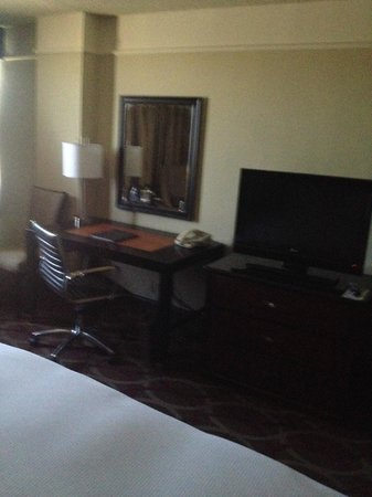 Hilton College Station & Conference Center: Desk and TV