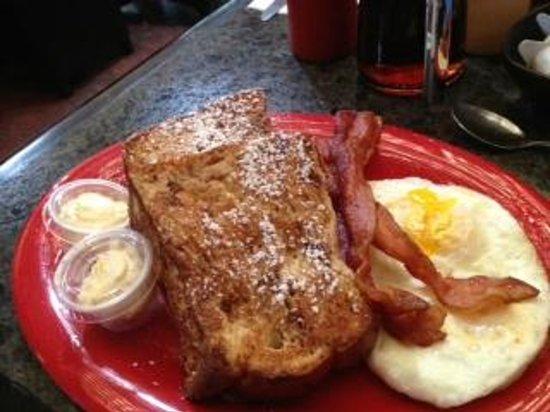 Volcano's Lava Rock Cafe: Lava Rock Cafe - The french toast sandwich