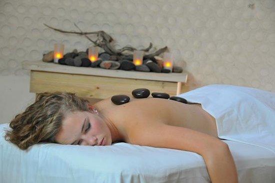 Grace Note Massage & Day Spa: Stones massage