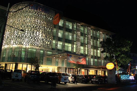 HARRIS Hotel Kuta : Hotel by night