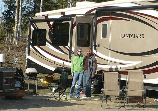 Diamond M Ranch Resort: Here we are in front of our rig.