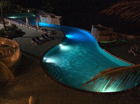 Oyster Bay Beach Resort: Pool at night. Amazing!