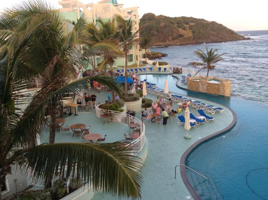 Oyster Bay Beach Resort: Daytime activities poolside
