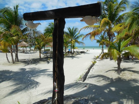 Hotel Villas Delfines: douche exterieur de l'hôtel donnant sur la plage