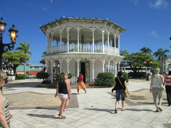 Isaira Tours: Round Building in Plaza  Puerto Plata City February 2013