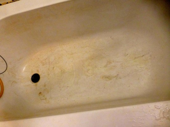 Top North Guest House : Dirt after draining the bath. It is from the water source, not body dirt.