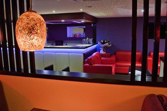 Zauk Lounge and Restaurant: getlstd_property_photo