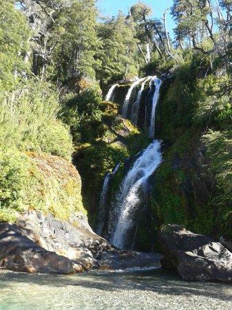 Exploracion Brazo Tristeza: Una de las cascadas de la navegación.