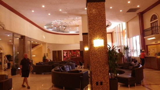 Ramada Plaza Marco Polo Beach Resort: Hotel Lobby
