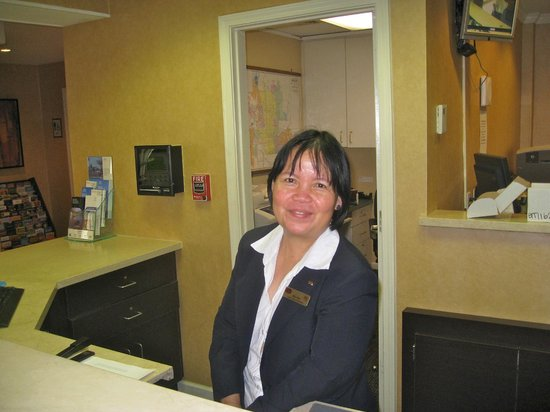 "Residence Inn Scottsdale Paradise Valley: Win is a ""Professional"" and Award Winning Front Desk Host!"