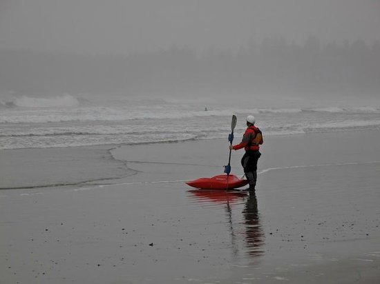 Wickaninnish Inn and The Pointe Restaurant: Surfer on Chestermann Beach