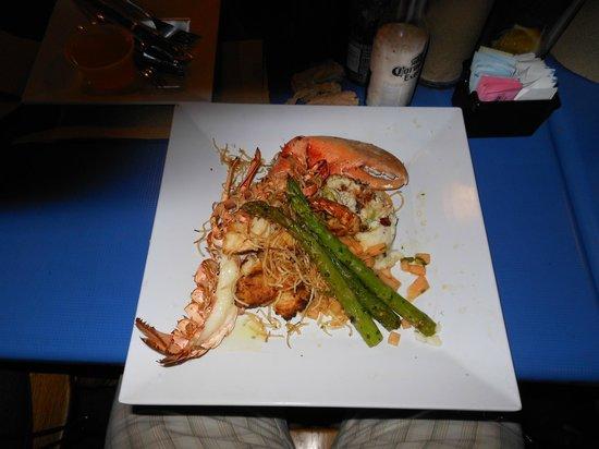 Phillippi Creek Village Restaurant & Oyster Bar : Lobster combo special