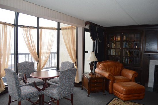 Crowne Plaza Hotel Nashua: A Portion of the Presidential Suite